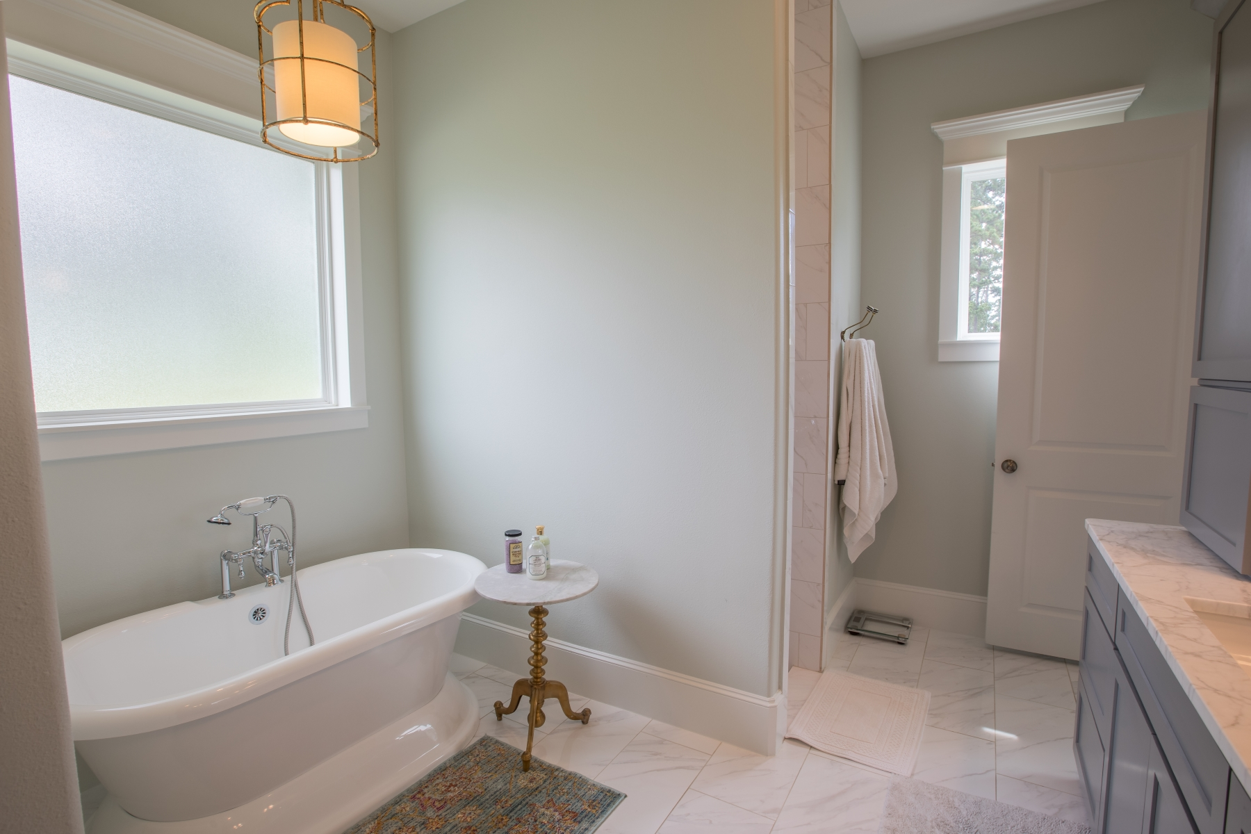 master bathroom - Stand-Alone Bathtub